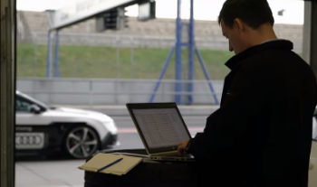computer-at-the-racetrack